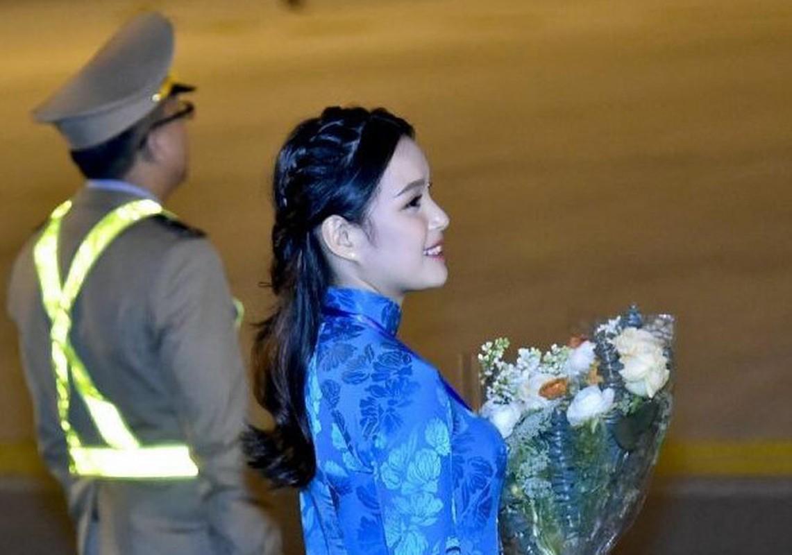Nu sinh tang hoa Tong thong Donal Trump toi Thuong dinh My-Trieu la ai?