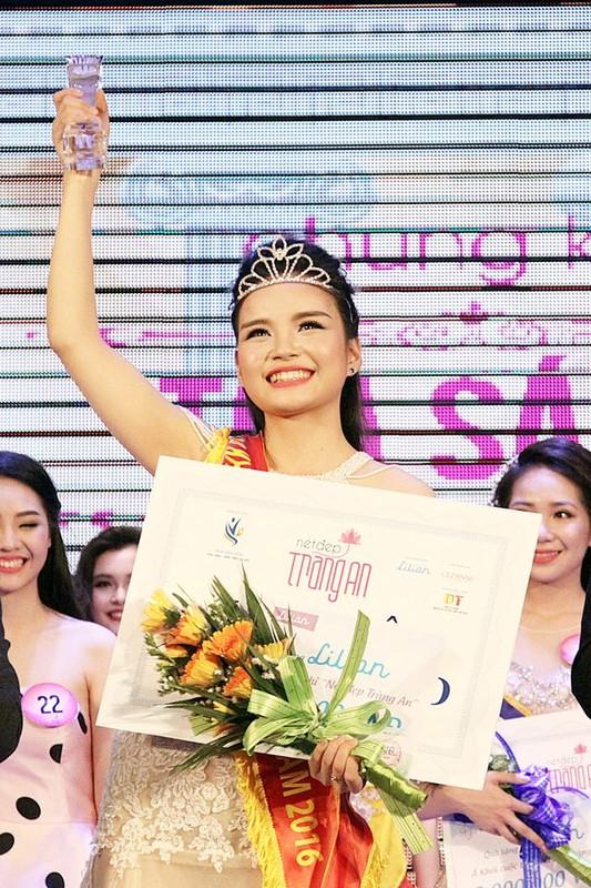 Nu sinh tang hoa Tong thong Donal Trump toi Thuong dinh My-Trieu la ai?-Hinh-6