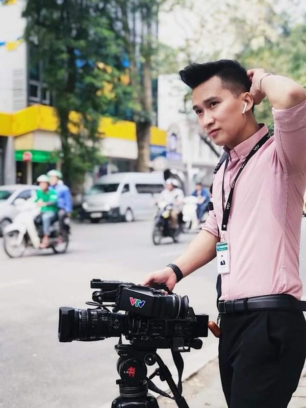 Tac nghiep Thuong dinh My-Trieu: Phong vien Viet dep trai nhu nam than-Hinh-2