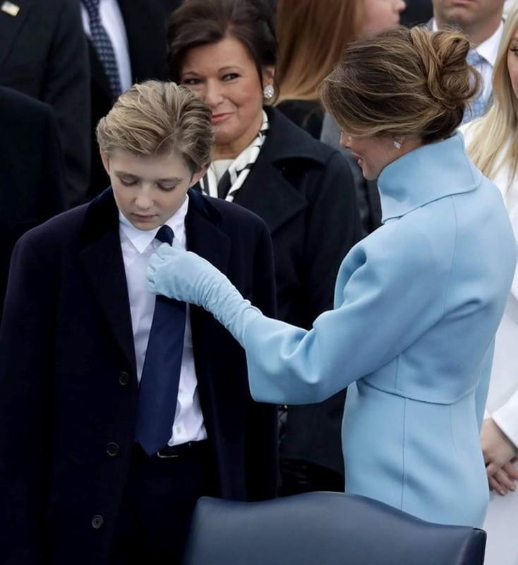 Cau ut quy tu nha Trump cao 1m93, lan nao xuat hien cung gay sot-Hinh-7