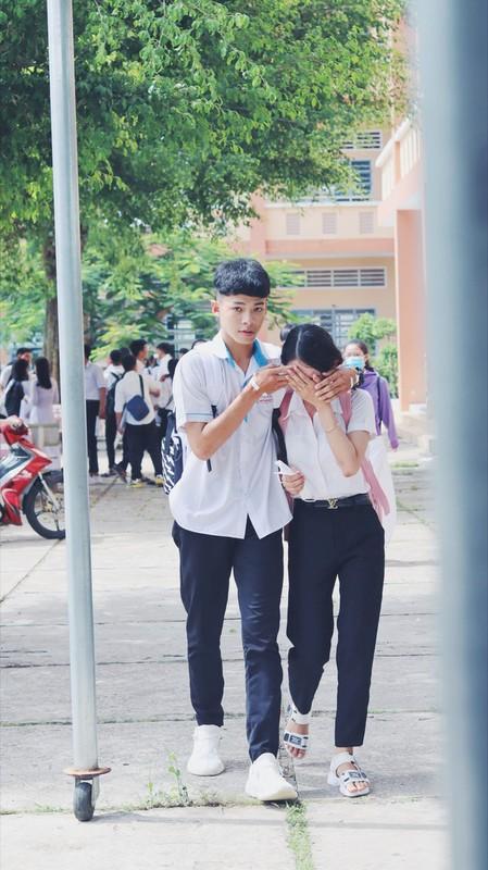 Khoanh khac nam sinh vo ve, an ui nu sinh sau bai thi Ngu van gay bao-Hinh-3