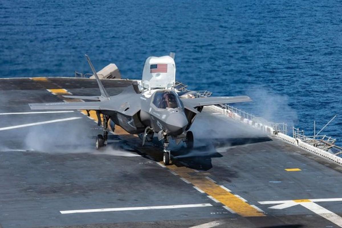 Khu truc ham duy nhat tren the gioi chua duoc tiem kich F-35B-Hinh-12