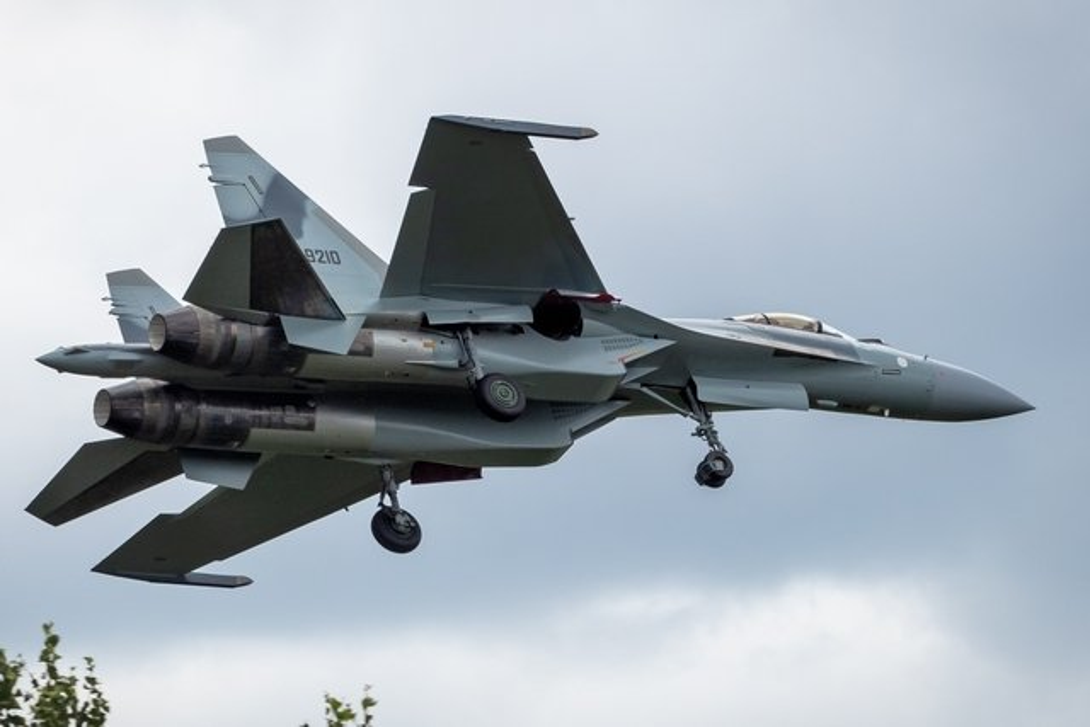 """Dat len ban can"" chien dau co F-35 My va Su-35 Nga-Hinh-2"