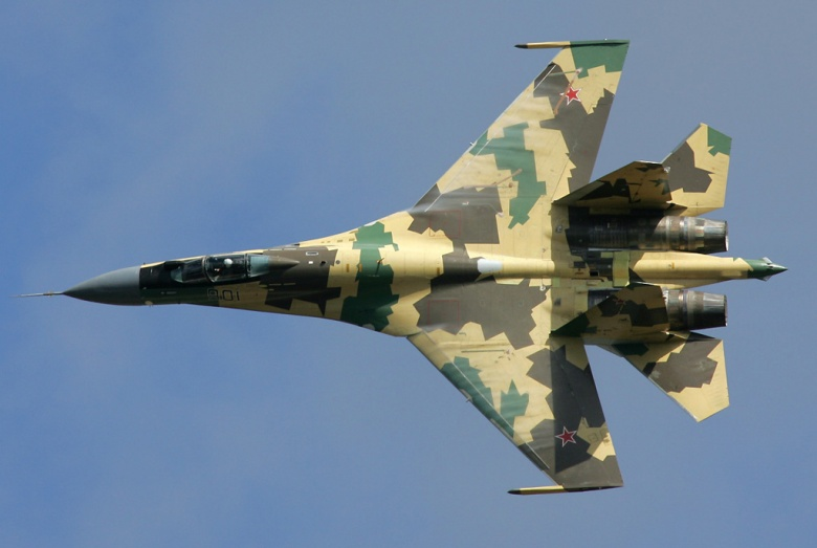 """Dat len ban can"" chien dau co F-35 My va Su-35 Nga-Hinh-4"