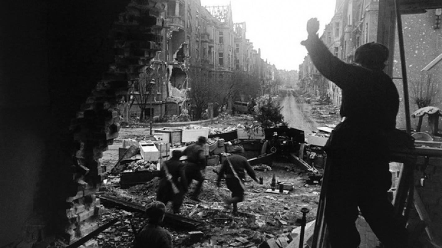 """""""Muoi don danh cua Stalin"""" de bep Duc Quoc xa trong The chien II-Hinh-14"""