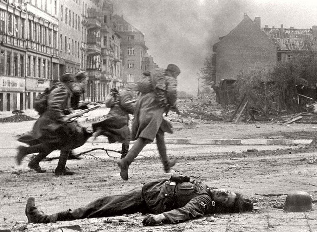 """""""Muoi don danh cua Stalin"""" de bep Duc Quoc xa trong The chien II-Hinh-21"""