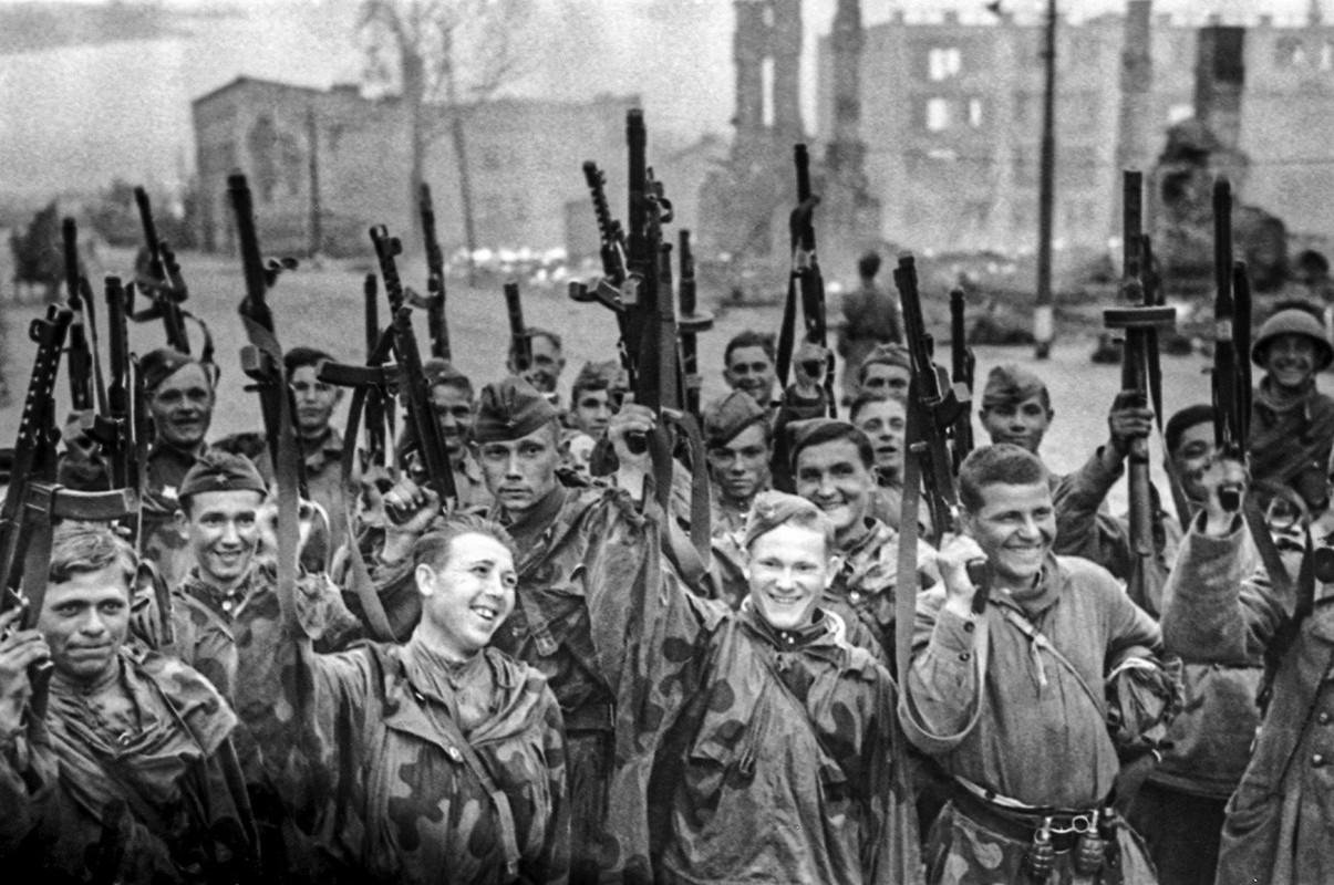 """""""Muoi don danh cua Stalin"""" de bep Duc Quoc xa trong The chien II-Hinh-13"""