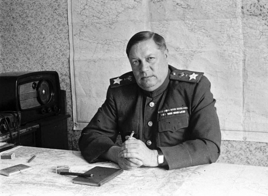 """""""Muoi don danh cua Stalin"""" de bep Duc Quoc xa trong The chien II-Hinh-31"""