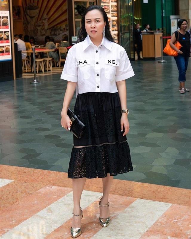 "De lo mat moc, con gai Phuong Chanel duoc khen ""xinh hon me""-Hinh-11"