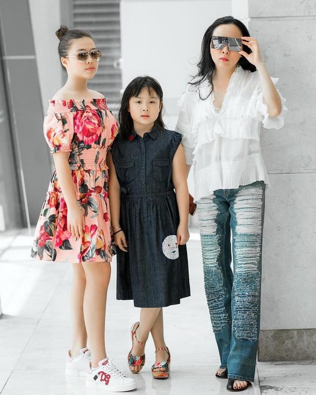 "De lo mat moc, con gai Phuong Chanel duoc khen ""xinh hon me""-Hinh-12"