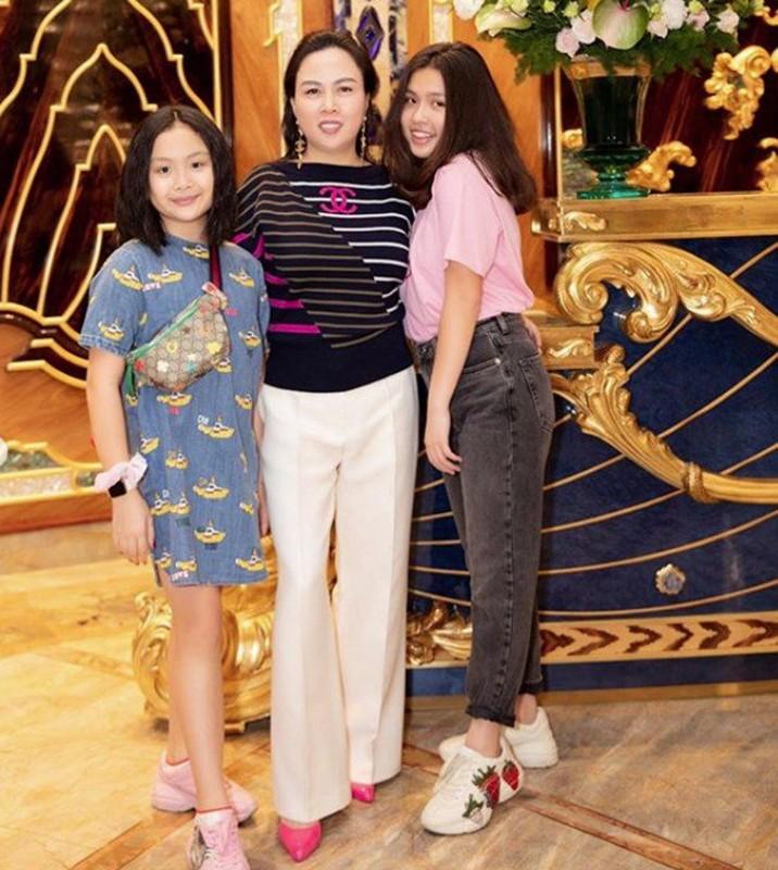 "De lo mat moc, con gai Phuong Chanel duoc khen ""xinh hon me""-Hinh-2"