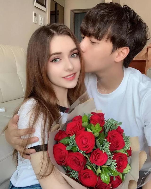 """Cap Youtuber lam netizen xao xuyen vi """"doi lua xung doi""""-Hinh-2"""