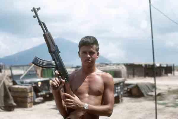 Ly do linh biet kich My trong chien tranh Viet Nam thich AK-47-Hinh-9