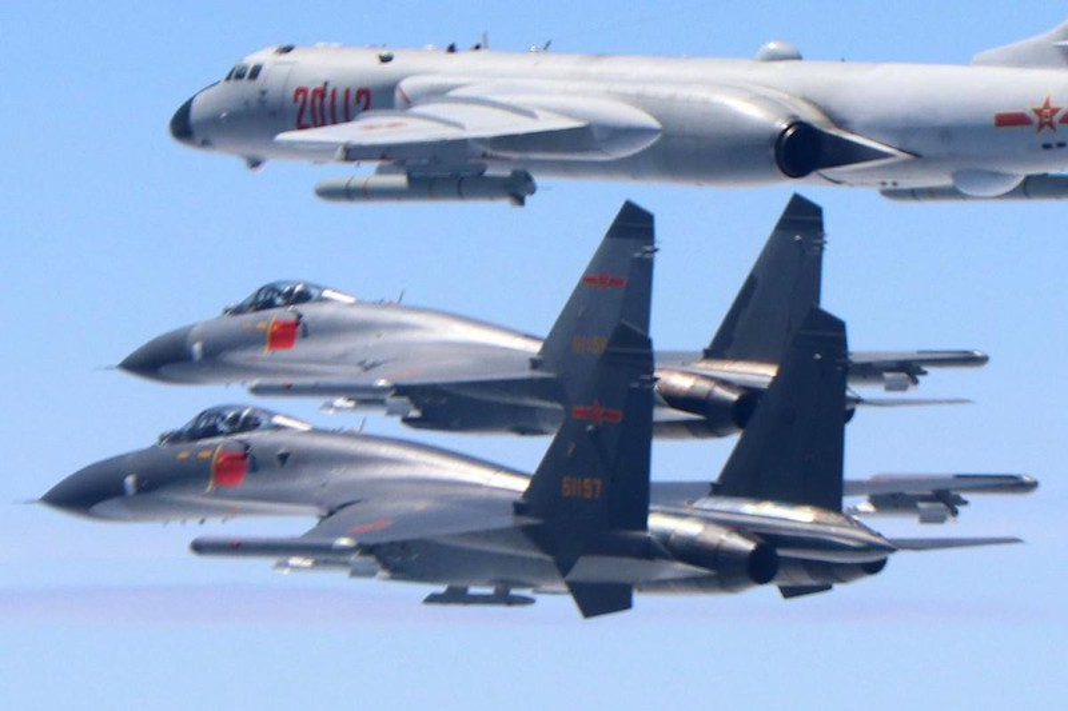 May bay tac chien dien tu J-16D Trung Quoc co de doa duoc My?-Hinh-2