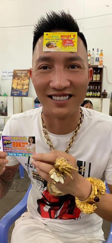 Truoc khi bi dua di cai nghien bat buoc, Huan Hoa Hong tung gay phot gi?-Hinh-4