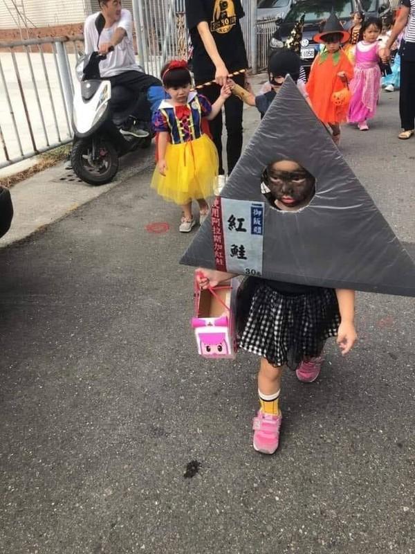 "Loat anh hoa trang ""sieu lay"" cua cac be chao don dip Halloween-Hinh-10"