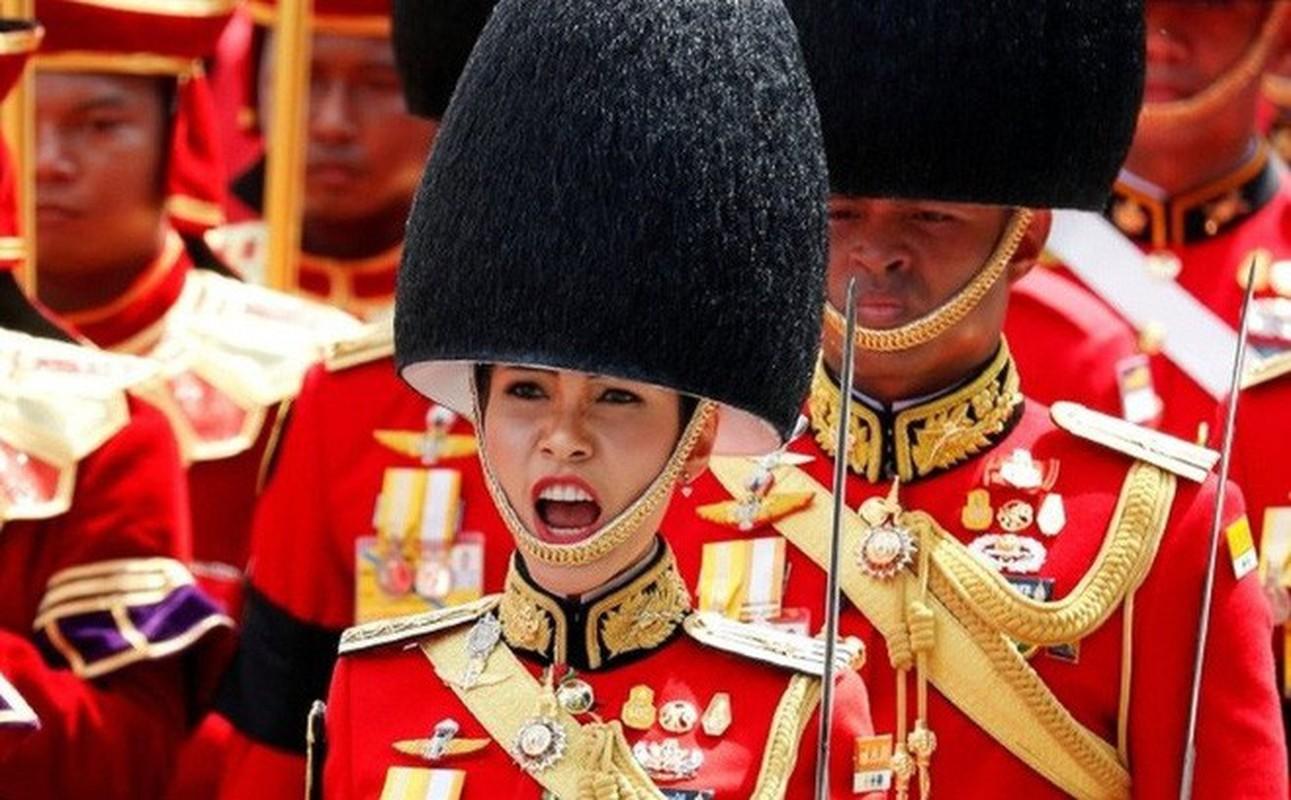 Hoang quy phi Thai Lan gui thong diep gi tren MXH truoc khi bi phe truat?-Hinh-2