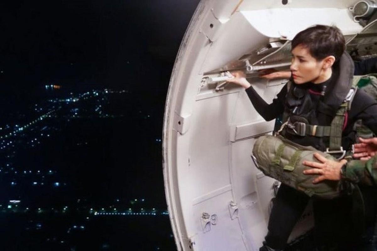 Hoang quy phi Thai Lan gui thong diep gi tren MXH truoc khi bi phe truat?-Hinh-6