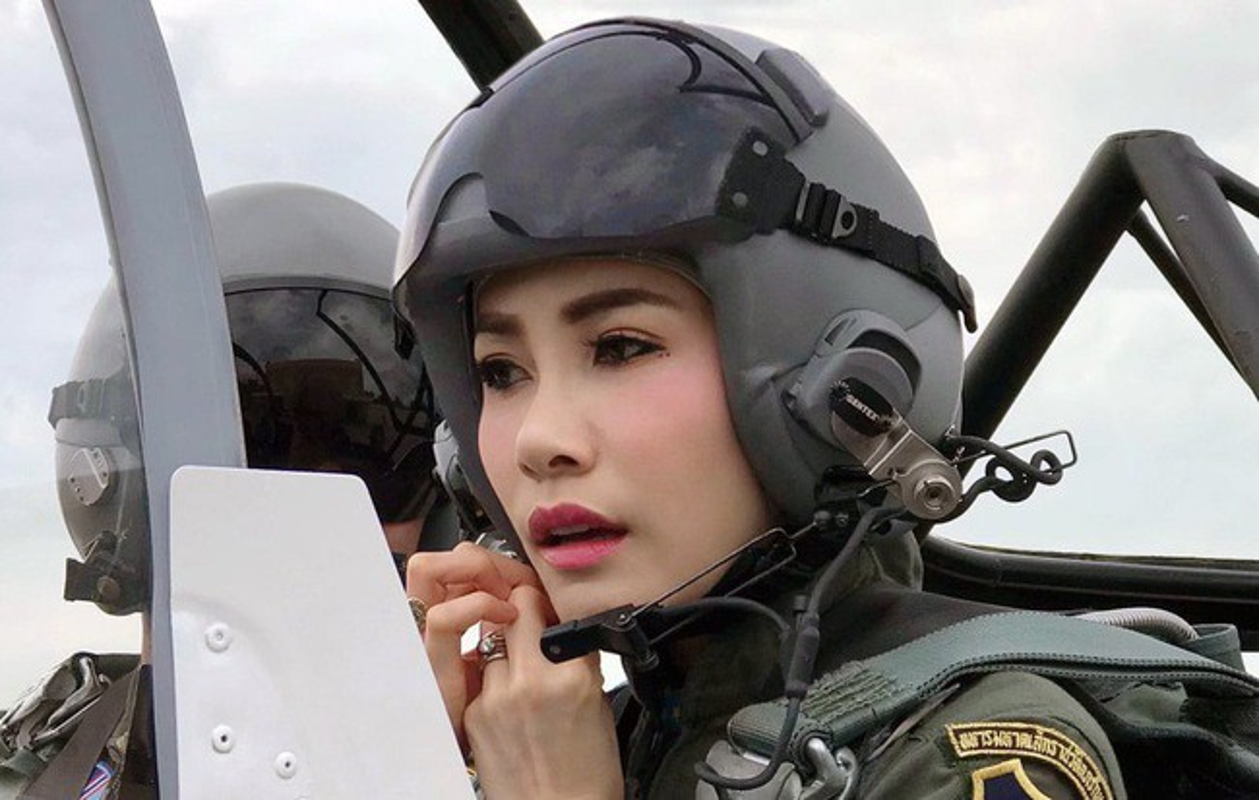Hoang quy phi Thai Lan gui thong diep gi tren MXH truoc khi bi phe truat?-Hinh-7