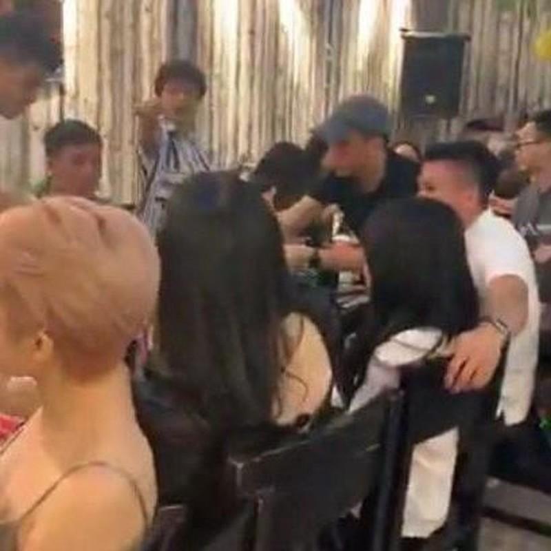 Ban gai tin don moi cua Quang Hai tuong la hoa ra nguoi quen-Hinh-2