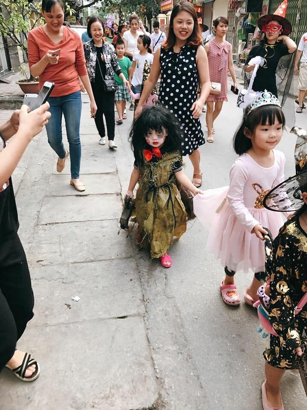 "Loat anh hoa trang ""sieu lay"" cua cac be chao don dip Halloween-Hinh-8"