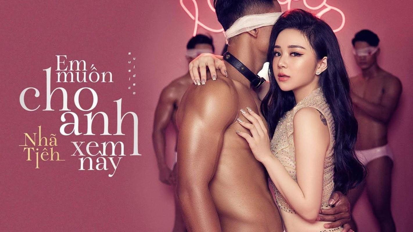 """""""Hot girl ngu gat"""" he lo poster MV: Bi che phan cam, chieu tro"""