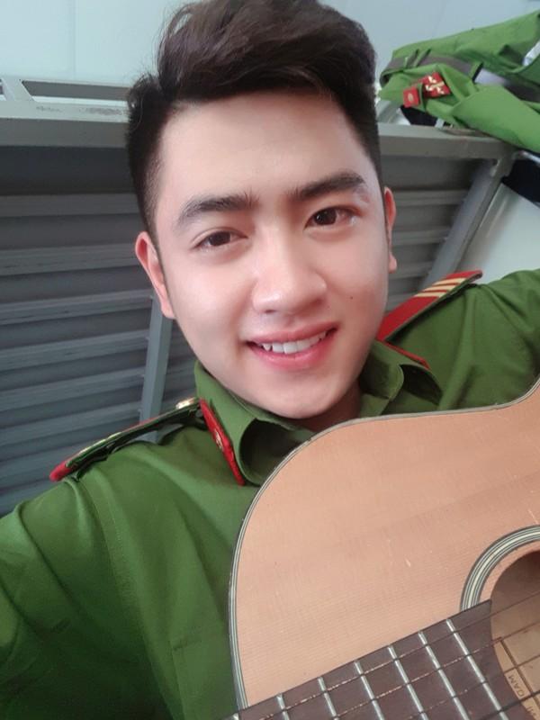 Hot boy truong Canh sat: Dep trai, da trang, dan gioi, hat hay-Hinh-4