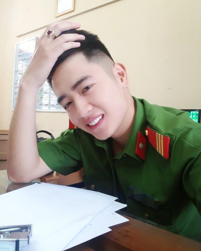 Hot boy truong Canh sat: Dep trai, da trang, dan gioi, hat hay-Hinh-5
