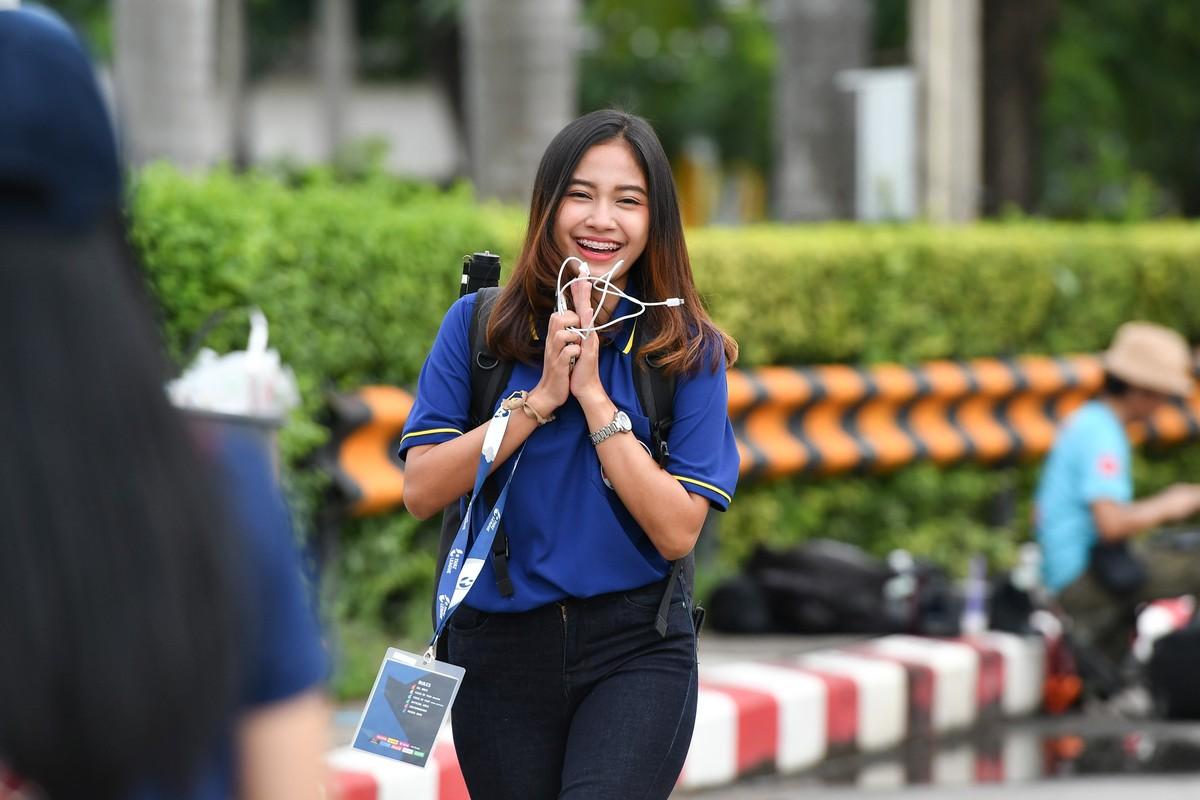 """""""Phat sot"""" nhan sac nu phong vien Thai Lan theo chan doi tuyen Viet Nam-Hinh-7"""