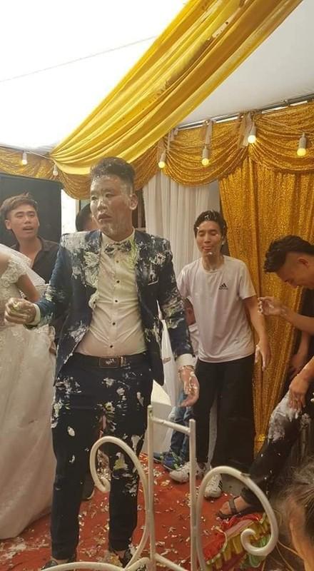 Goc dua dai: Chu re nhan ngay ket dang trong ngay cuoi voi hoi ban than-Hinh-3