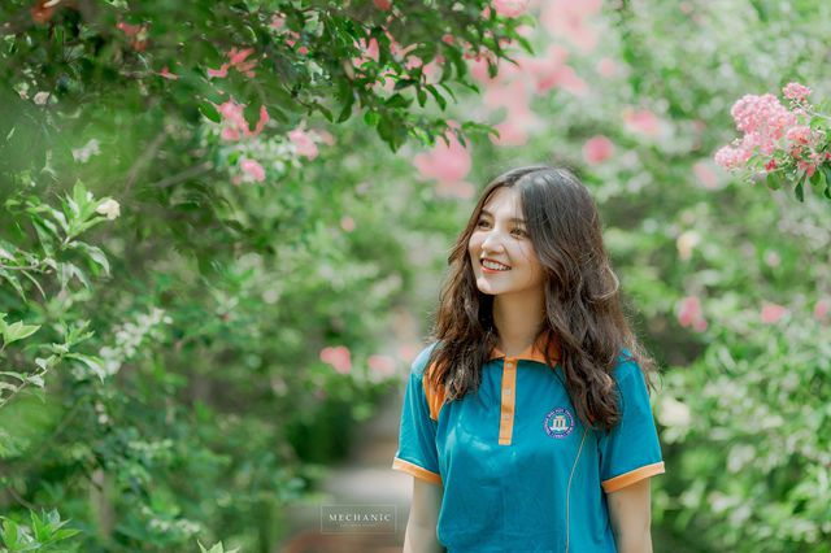 Nu sinh Dai hoc Thuong mai lien tuc bi nham voi Mai Davika la ai?