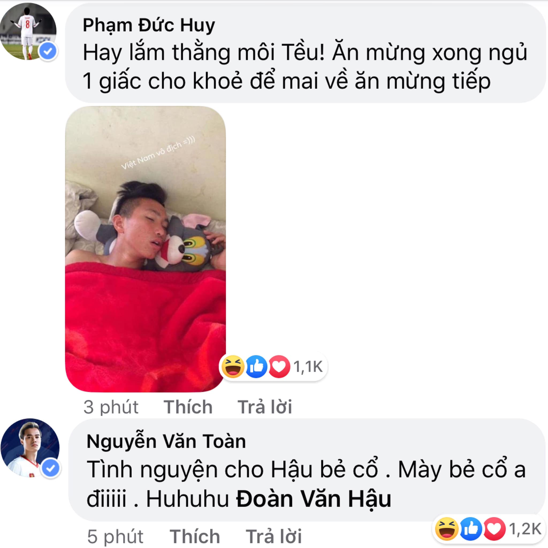 Gianh HCV SEA Games, Duc Huy hua tang qua het hon cho U22 Viet Nam-Hinh-3