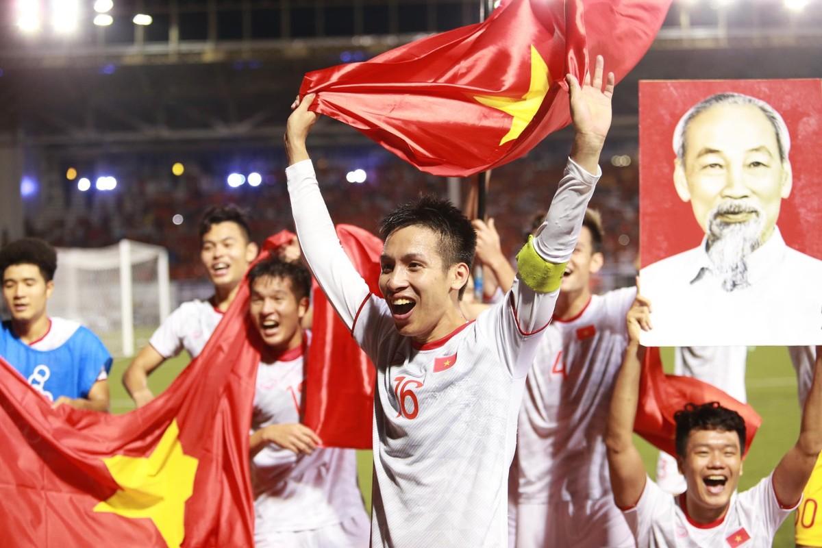 Gianh HCV SEA Games, Duc Huy hua tang qua het hon cho U22 Viet Nam