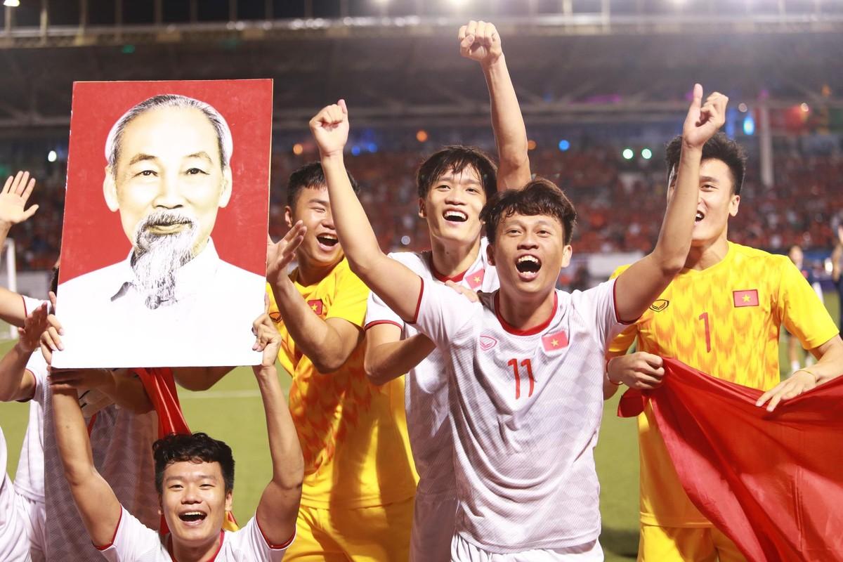 Vua toi Ha Lan, Doan Van Hau lam dieu khien fan lo sot vo
