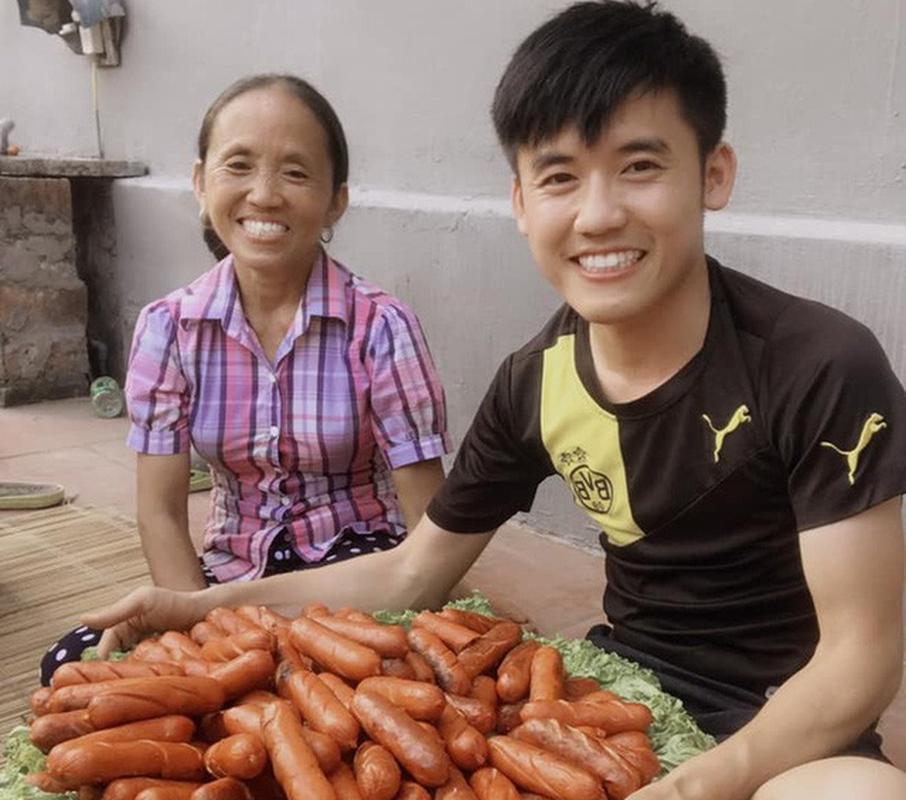 Me con Ba Tan Vlog lai khien dan mang ngan ngam vi hanh dong nay-Hinh-8