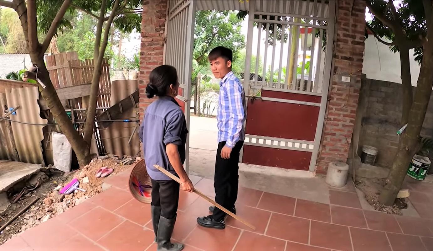 Me con Ba Tan Vlog lai khien dan mang ngan ngam vi hanh dong nay