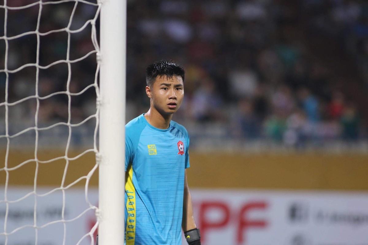 "Scandal Dang Van Lam chua het, thu mon U23 Viet Nam lai dinh ""phot"" tinh cam"