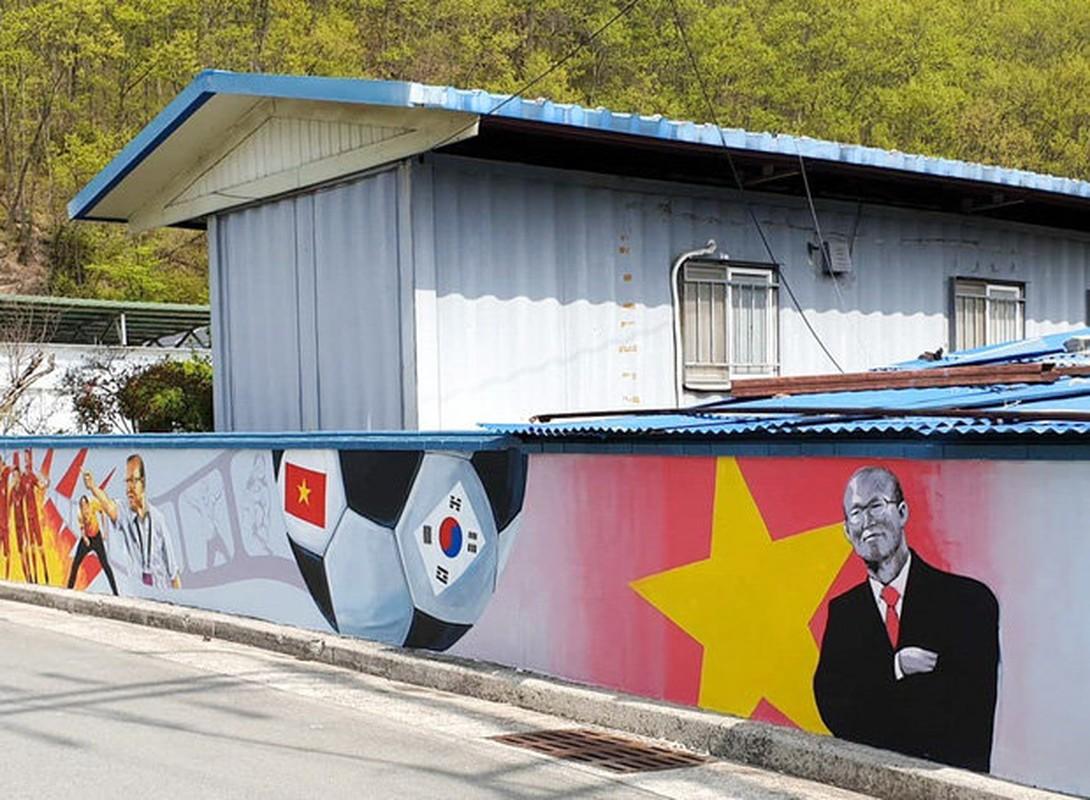 Que nha HLV Park Hang-seo noi bat voi loat bich hoa ve doi tuyen Viet Nam-Hinh-2