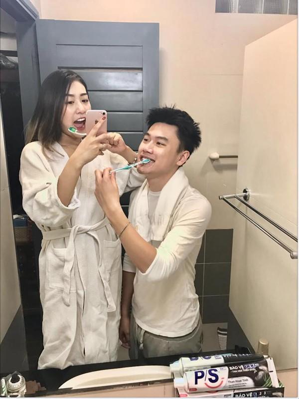 Ki niem 4 nam ngay cuoi hot family Trang Lou choi lon voi qua khung-Hinh-4