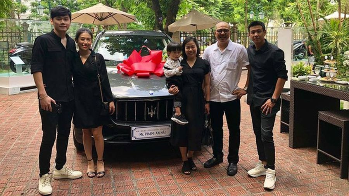 Ki niem 4 nam ngay cuoi hot family Trang Lou choi lon voi qua khung-Hinh-9