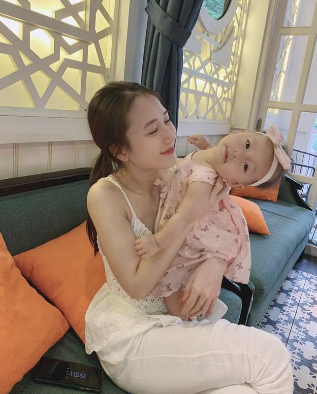 Trang Lou va dan hot girl 9x yen be gia that, co cuoc song dep nhu mong-Hinh-5