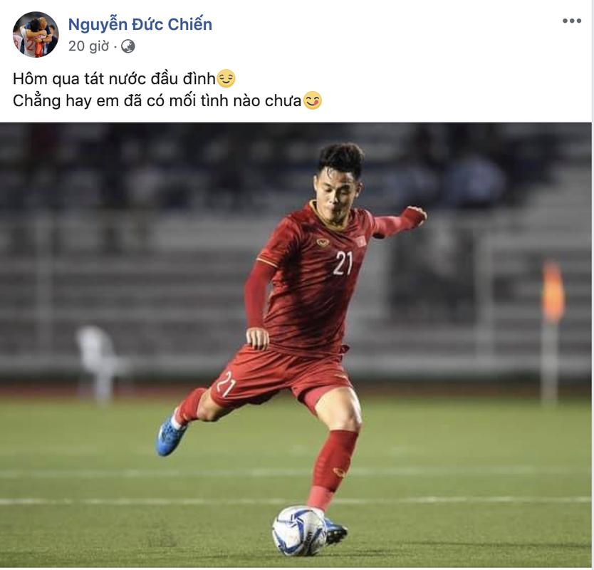 "Cau thu U23 Viet Nam dip Giang sinh: Nguoi ve que nhan qua, nguoi ""tha thinh"" gat tren MXH-Hinh-3"