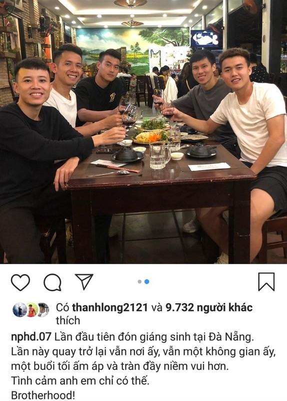 "Cau thu U23 Viet Nam dip Giang sinh: Nguoi ve que nhan qua, nguoi ""tha thinh"" gat tren MXH-Hinh-8"