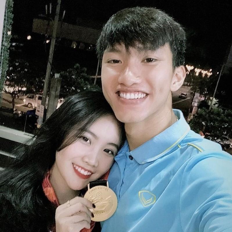 Van Hau va dan cau thu co vo, ban gai dong huong