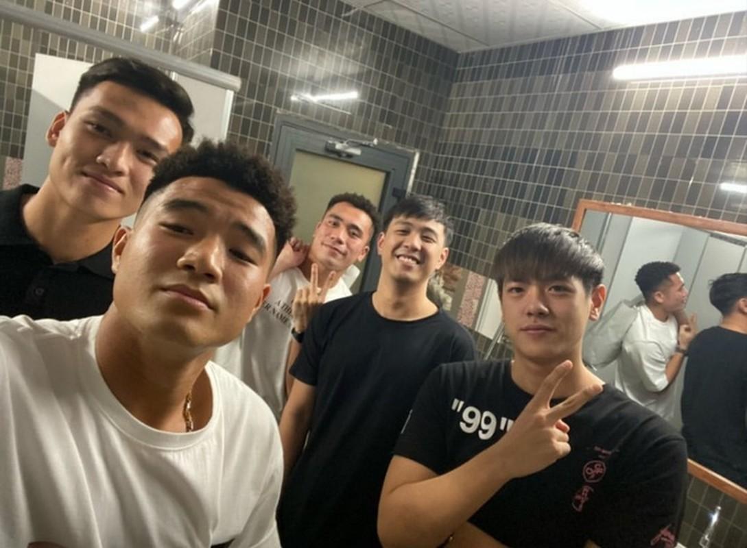 Dan cau thu U23 Viet Nam di mua sam, lam dieu truoc VCK U23 Chau A-Hinh-6