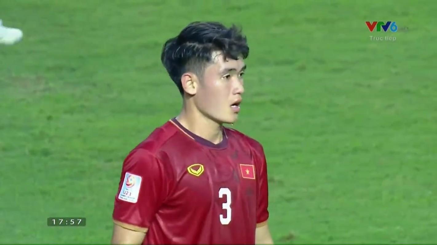 Sau tran dau U23 UAE, cau thu U23 Viet Nam bi fan quay lung