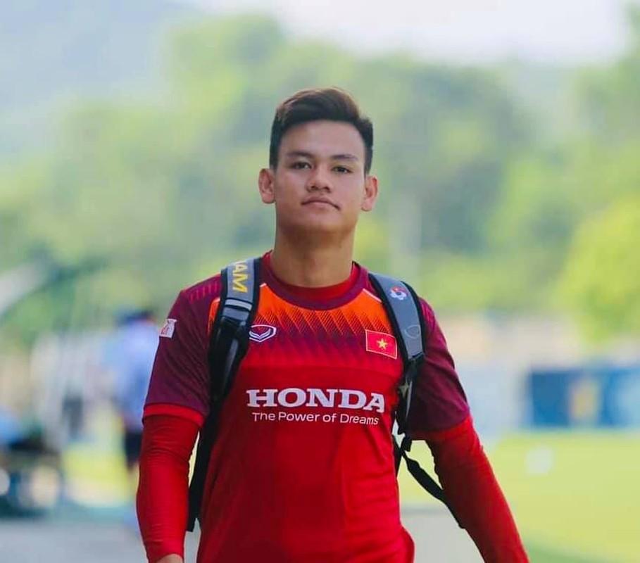 Cau thu U23 Viet Nam bi phat so huu body van nguoi me