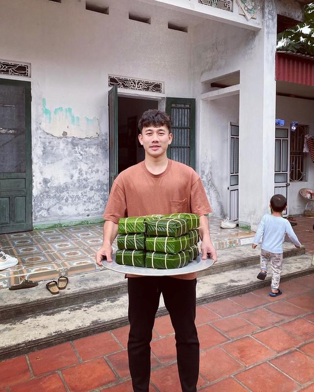 Dan cau thu hi hung khoe goi banh chung an Tet, nhin Van Hau ma chanh long-Hinh-4