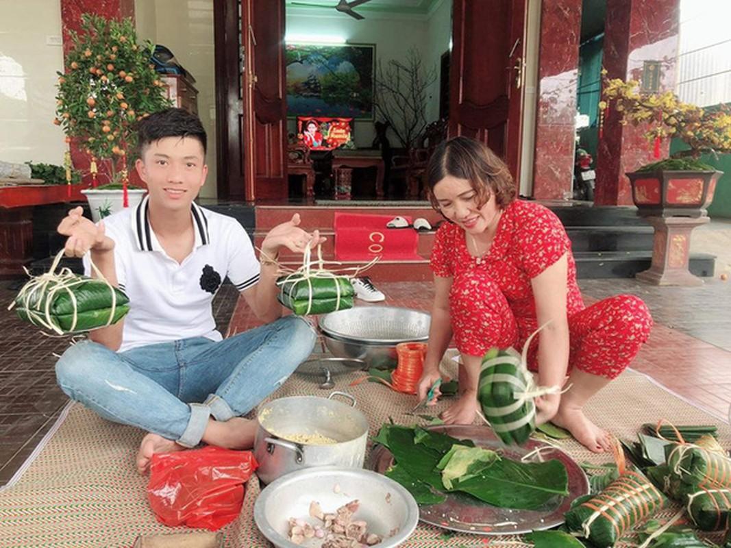 Dan cau thu hi hung khoe goi banh chung an Tet, nhin Van Hau ma chanh long