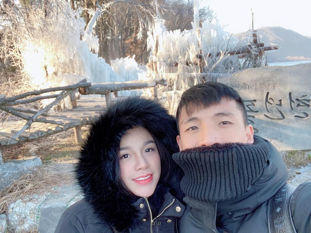 Trung ve Bui Tien Dung li xi cho vo qua khung dip nam moi-Hinh-8